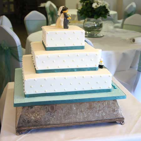 Three Tier Square Wedding Cakes E