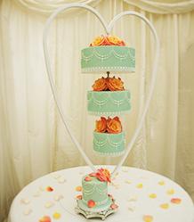 Upside Down Wedding Cakes Kelly Cuoco S Upside Down Chandelier Cake