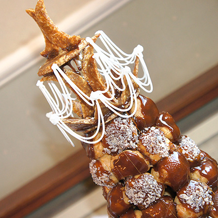 profiteroles tower wedding cake traditional croquembouch tower of profiteroles newbury 18799